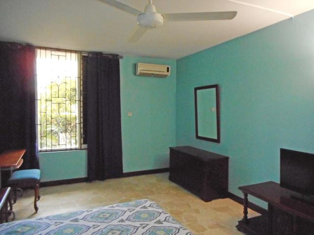 http://images.realtyserver.com/photo_server.php?btnSubmit=GetPhoto&board=jamaica&name=0000AB72.L13