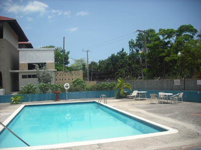 http://images.realtyserver.com/photo_server.php?btnSubmit=GetPhoto&board=jamaica&name=0000AB72.L24