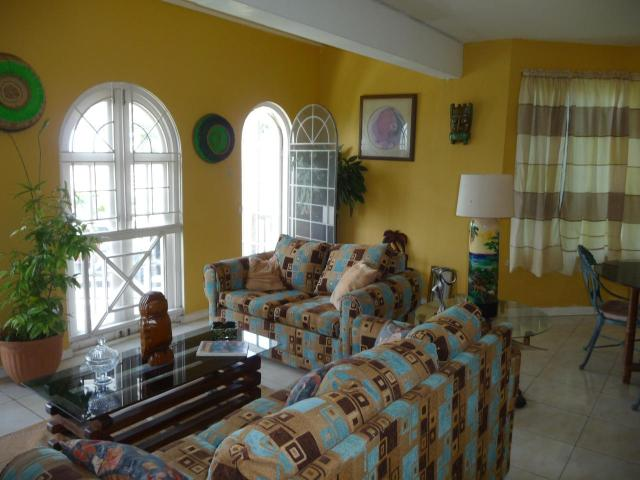 http://images.realtyserver.com/photo_server.php?btnSubmit=GetPhoto&board=jamaica&name=0000AE67.L02