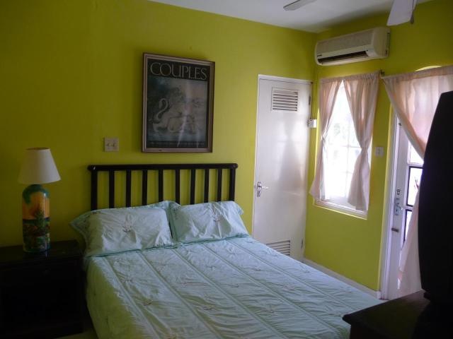 http://images.realtyserver.com/photo_server.php?btnSubmit=GetPhoto&board=jamaica&name=0000AE67.L12