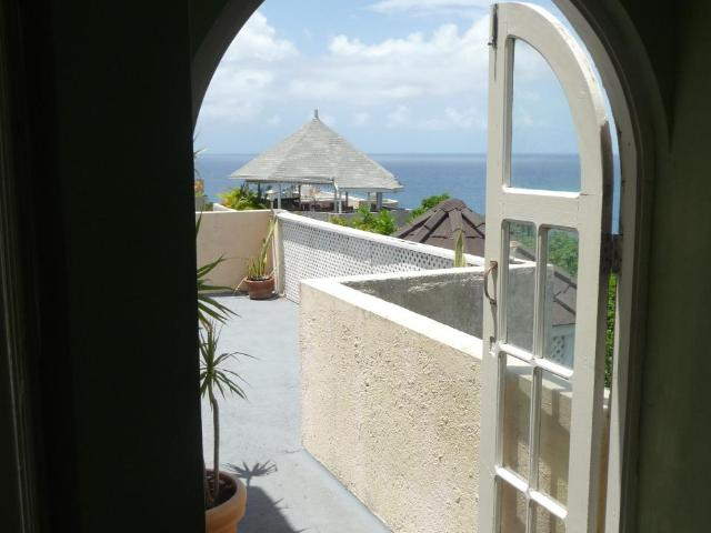 http://images.realtyserver.com/photo_server.php?btnSubmit=GetPhoto&board=jamaica&name=0000AE67.L13