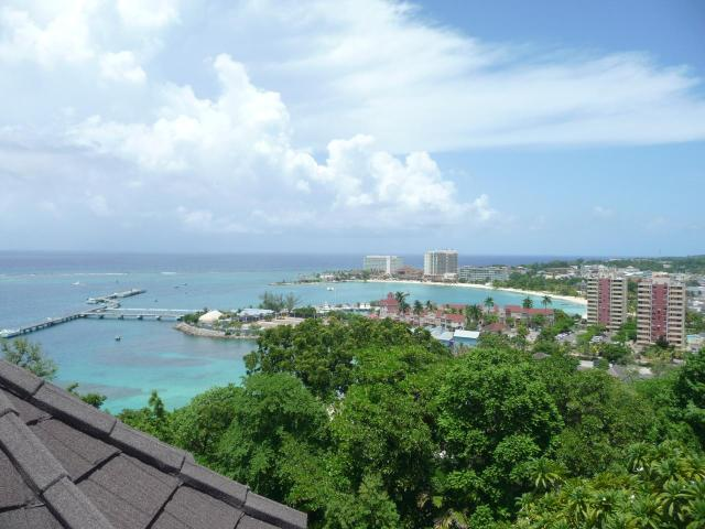 http://images.realtyserver.com/photo_server.php?btnSubmit=GetPhoto&board=jamaica&name=0000AE67.L15