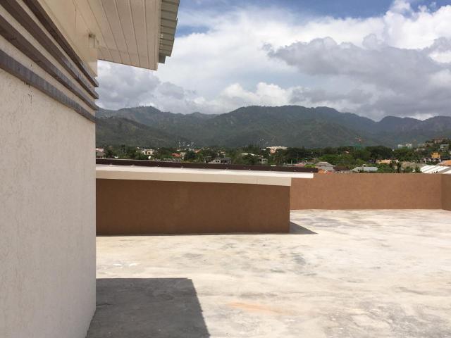 http://images.realtyserver.com/photo_server.php?btnSubmit=GetPhoto&board=jamaica&name=0000AF29.L29