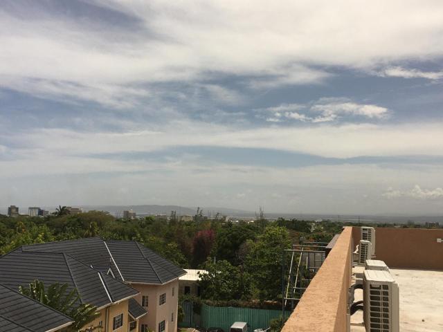 http://images.realtyserver.com/photo_server.php?btnSubmit=GetPhoto&board=jamaica&name=0000AF29.L31