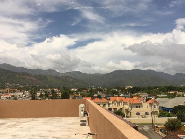 http://images.realtyserver.com/photo_server.php?btnSubmit=GetPhoto&board=jamaica&name=0000AF29.L32