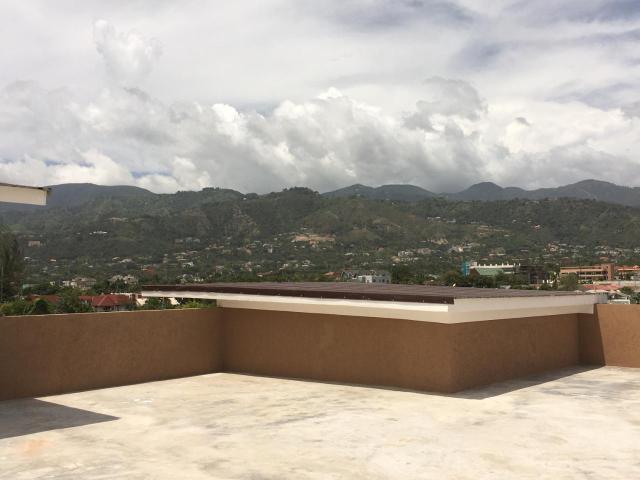 http://images.realtyserver.com/photo_server.php?btnSubmit=GetPhoto&board=jamaica&name=0000AF29.L33