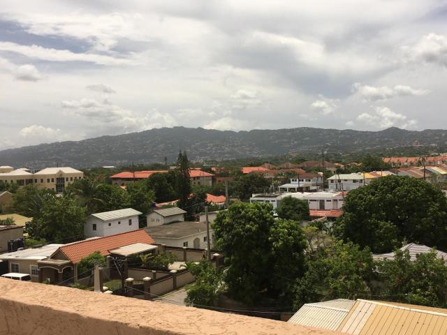 http://images.realtyserver.com/photo_server.php?btnSubmit=GetPhoto&board=jamaica&name=0000AF29.L34