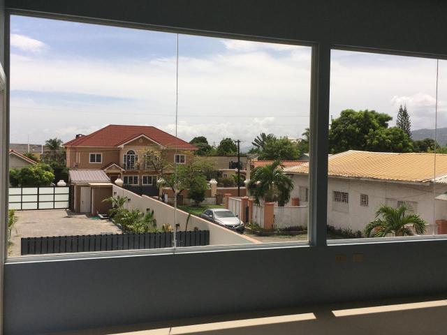 http://images.realtyserver.com/photo_server.php?btnSubmit=GetPhoto&board=jamaica&name=0000AF29.L40