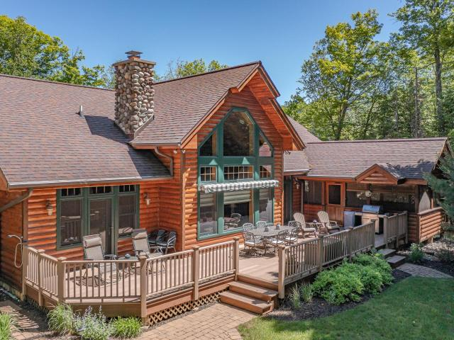 Forest Lake house picture