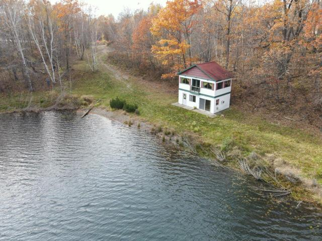 Squash Lake house picture