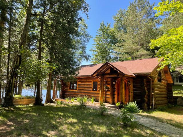 Squirrel Lake house picture