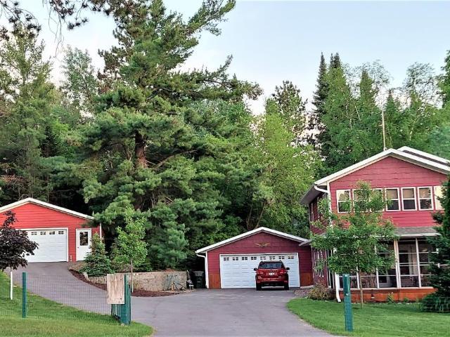 Big Arbor Vitae house picture